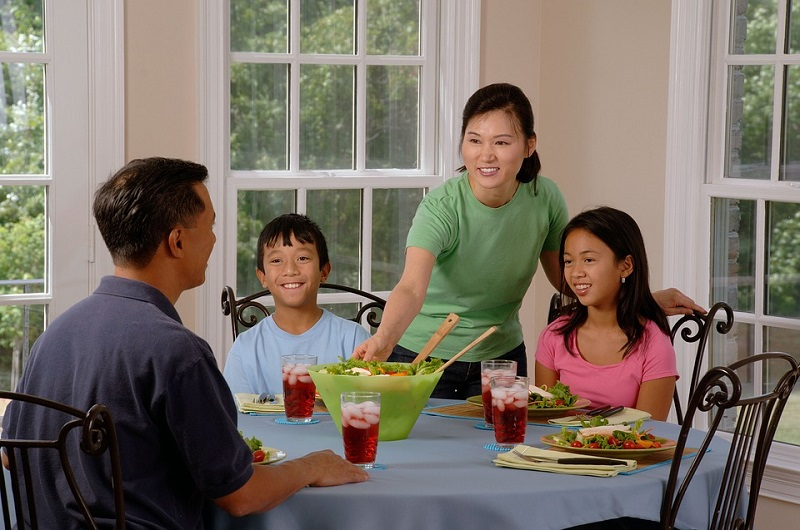 family-eating-at-the-table-800